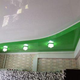 Зеленый двухуровневый потолок